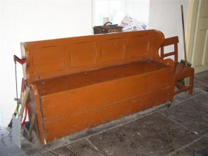 The Settle Bed